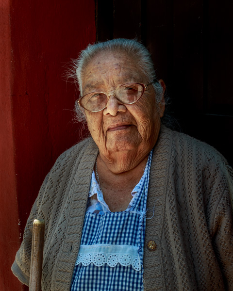An older Mexican woman, mujer