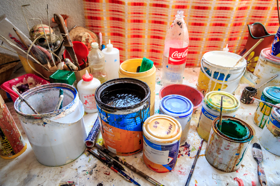 Paints in studio